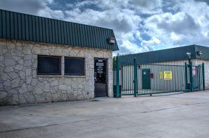 Lockaway Storage - NW Loop 410