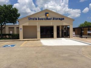 Uncle Bob's Self Storage - Deer Park - Center St
