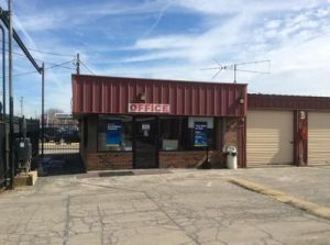 Uncle Bob's Self Storage - Alsip - West 111th Street