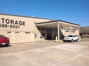 Uncle Bob's Self Storage - Houston - Highway 6 S