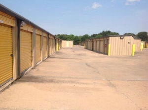 Image of Life Storage - Sugar Land Facility on 11220 S Highway 6  in Sugar Land, TX - View 4