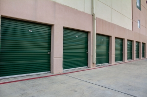 Lockaway Storage   Encino   Photo 4