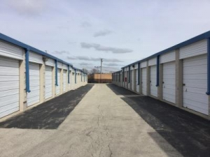 Life Storage - Schaumburg - Photo 6
