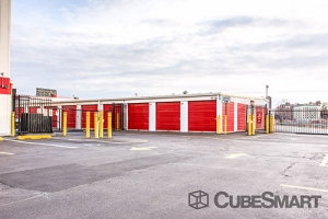 CubeSmart Self Storage - Bronx - 200 E 135th St - Photo 7