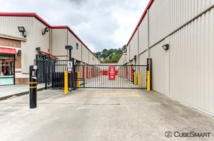 Image of CubeSmart Self Storage - Houston - 7825 Katy Fwy Facility on 7825 Katy Fwy  in Houston, TX - View 4
