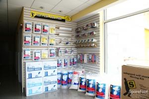 Safeguard Self Storage - Bronx - Wakefield - Photo 7