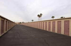 Image of StorQuest - Phoenix/Indian School Facility on 10622 W Indian School Rd  in Phoenix, AZ - View 3