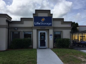 Life Storage - Bradenton - Photo 1