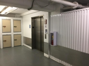 Image of Life Storage - Chicago - North Broadway Street Facility on 6331 North Broadway Street  in Chicago, IL - View 2