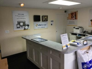 Life Storage - Weymouth - Photo 2