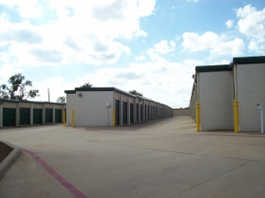 Devon Self Storage - Loy Lake - Photo 4