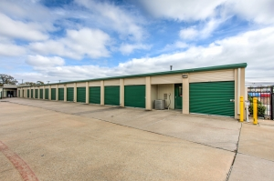 Devon Self Storage - Loy Lake - Photo 8