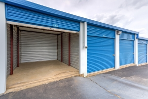 Devon Self Storage - Poplar Ave. - Photo 6