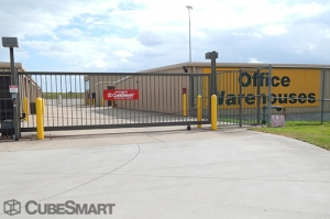 View Larger CubeSmart Self Storage   Pearland   3045 Business Center Drive    Photo 6