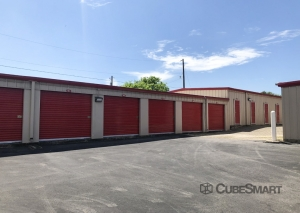 Image of CubeSmart Self Storage - Georgetown Facility on 2400 North Austin Avenue  in Georgetown, TX - View 3