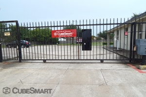 CubeSmart Self Storage - Houston - 10030 Blackhawk Boulevard - Photo 4