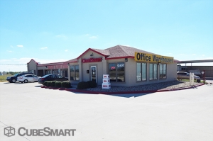 CubeSmart Self Storage - Manor - Photo 2
