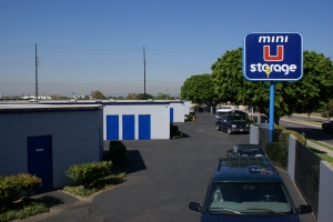 Image of Mini U Storage - Dyer Road Facility on 600 W Dyer Rd  in Santa Ana, CA - View 2