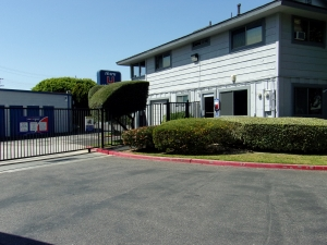 Image of Mini U Storage - Dyer Road Facility on 600 W Dyer Rd  in Santa Ana, CA - View 4