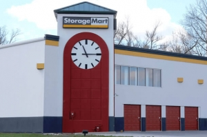 StorageMart - Intersection of Northwest Blvd & Pine St