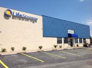 Life Storage - St. Louis - Woodson Road
