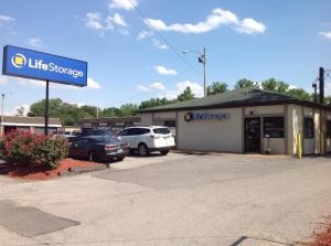 Life Storage - Brentwood Facility at  8524 Manchester Road, Brentwood, MO