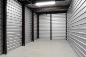 Image of StorageMart - Hwy 40 & SW 22nd St Facility on 2300 SW Us Highway 40  in Blue Springs, MO - View 2