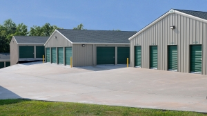 Image of StorageMart - N Oak Trafficway & NE 93rd Street Facility on 9200 N Oak Trafficway  in Kansas City, MO - View 2