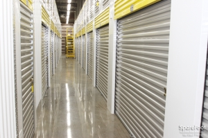Safeguard Self Storage - Chicago - West Rogers Park - Photo 11
