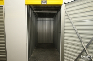Safeguard Self Storage - Chicago - West Rogers Park - Photo 15