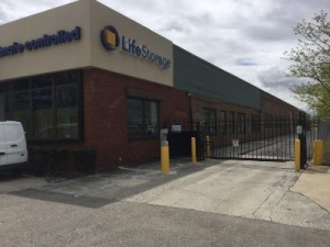 Life Storage - Chicago - 5860 North Pulaski Road