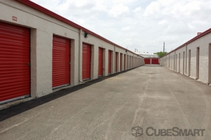 CubeSmart Self Storage - Houston - 5400 Alder Drive - Photo 4