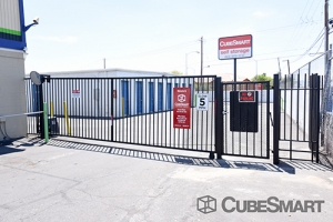 CubeSmart Self Storage - Las Vegas - 3360 N Las Vegas Blvd - Photo 6