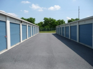 West Chocolate Avenue Self Storage