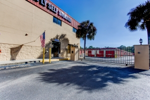 Simply Self Storage - Valrico, FL - Starwood Ave - Photo 7