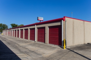 Move It Self Storage - Harrells Ferry - Photo 5