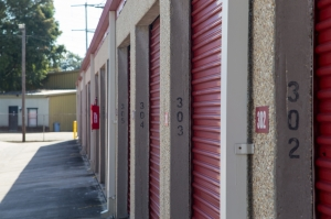 Move It Self Storage - Harrells Ferry - Photo 9