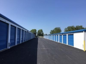 View Larger Life Storage   Buffalo   Cayuga Road   Photo 6
