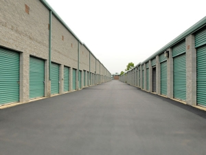 Extra Space Storage - Herndon - Spring St - Photo 2