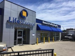 Life Storage - Chicago - 4014 West Grand Avenue