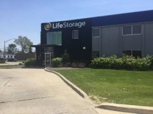 Life Storage - Addison