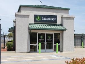 Life Storage - Sacramento - El Camino Avenue