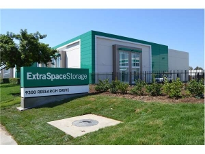 Extra Space Storage - Irvine - Research Dr