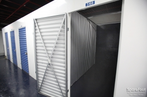 StorageBlue - Newark - Photo 11