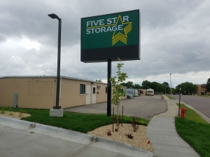 Five Star Storage - Fargo - 1402 27Th Avenue South