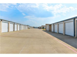 Image of Extra Space Storage - Irving - N State Hwy 161 Facility on 4251 State Highway 161  in Irving, TX - View 2
