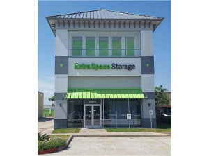 Extra Space Storage - Pearland - Broadway St
