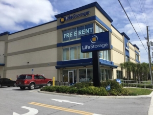 Life Storage - St. Petersburg - Tyrone Boulevard North Facility at  2925 Tyrone Boulevard North, Saint Petersburg, FL