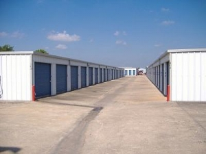 Allen Mini Storage - Angleton - 2600 South Velasco Street - Photo 1