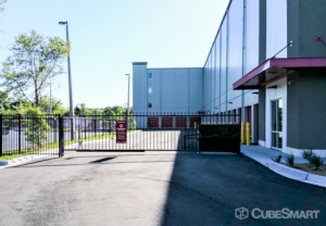 CubeSmart Self Storage - Jacksonville - 45 Jefferson Rd - Photo 3